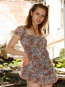 Attractive Figure Teen Chick Shows Her Different Poses of Boy in Outdoor