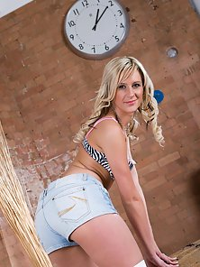 Blonde Skinny Chick Love Taking the Dildo Deep In Her Snatch
