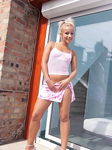 Perky Teen Si Exposing Her Naked Body Outdoor Action