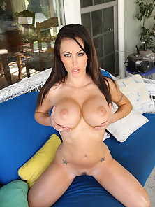 Big Boobs Brunette Chick in Outdoor Fuck and Enjoyed Cum Load