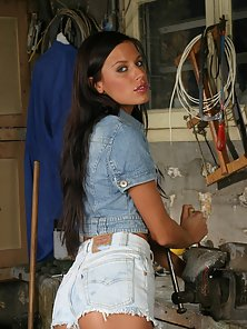 Teen Slim Brunette Chick Open Her Clothes and Shows Her Small Boobs