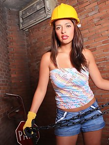 Elegant Hot Latina Babe Getting Licked and Fucked Tightly At the Basement