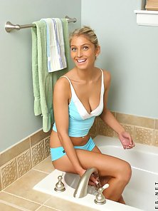 Dazzling Hot Sexy Young Blonde Babe Nude Bath in the Bathtub
