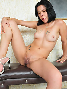Natural Tits Hot Chick Tami Martinelly Gets Anal Pounding by Meaty Piston