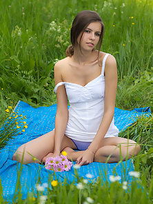 Fetching Brunette Stunner at Outdoor Exposes Amazing Bare Body in Glee Mood