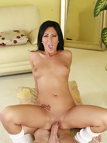 Voluptuous Brunette Babe Screwed By Her Neighbor till Cumshot on Bed