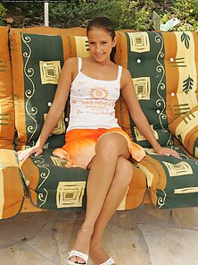 Hot Babe Displays Nice Figured At Outdoor to Attract Someone