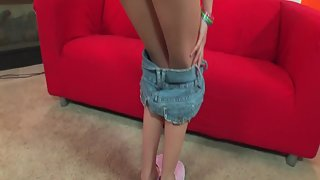 Dazzling Leggy Nubile Strips Shorts to Expose Flawless Shape
