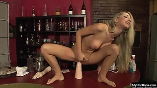 Splendid Blonde Sammie Rhodes Bangs Hungry Holes with Giant Toys