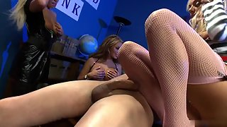 Lusty Horny Babes in Group Sucking a Single Erected Schlong in Glee Mood