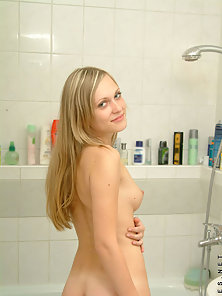 Blonde Babe Kirsten Shows Her Gorgeous Body in the Bath Room