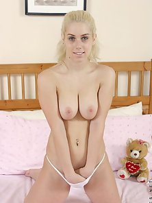 Beauty Naughtily Striptease and Shows Off Her Yummy Parts