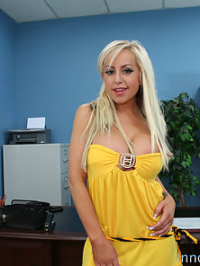 Yellow Dressed Savanah Shows Huge Tit and Seduce For A Anal Hammered
