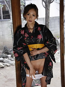 Beautiful Shuri Maihama lifts up her kimono to show us her shaved pussy