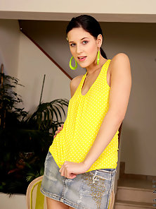 Yellow Top Angie Lift down Her Jeans