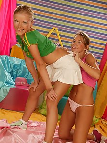 Naughty Blonde Enjoy Dildo Fucking and Pussy Licking in Hot Lesbian Style