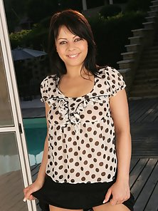 Sexy Brunette Chick Flashes Her Big Tits Nicely and Wildly
