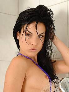 Horny Brunette Chick Gives Pose From Behind Back To Back Before Rammed