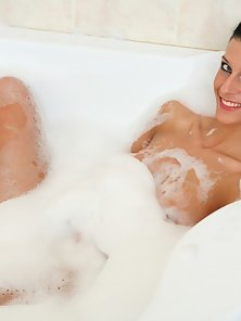 Skinny Babe Bathtub Apply Foam Blowjob and Hammered By Partner