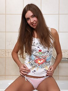 Young and Slim Brunette Babe in Naked Showing Her Body In Front Of Mirror