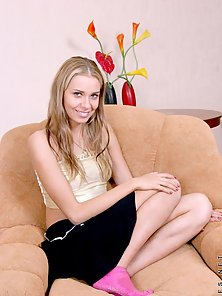 Gorgeous Looking Cute Blonde Babe Showing Her Hot Body in Web Cam