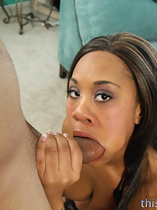 Ebony Sexy Bubble Butt Babe Candi Dreamz Gets Cock Suck and Hammered