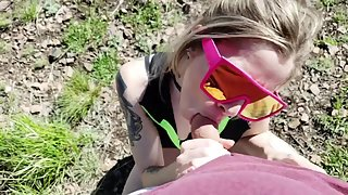 Outdoor sex with a tinder date sexy tattooed blonde with sunglasses