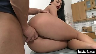 Bootylicious Rosalina Loves Getting Her Butt Destroyed by Mature Dick
