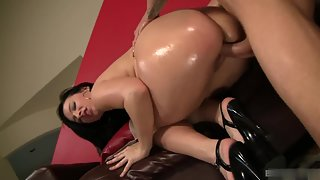 Phat ass dark haired babe fucked deep in her ass