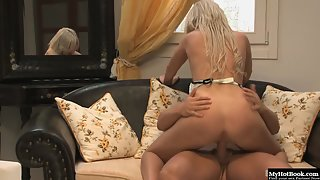 Adorable Blonde Nicole Evans Sticks Her Craving Twat on Massive Hard Dick