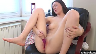 Adorable Sexy Babe with Incredible Pleasure Toying Smooth Beavers