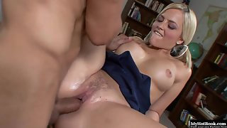 Blonde Alexis Texas fucked by a huge meaty dick