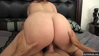 Dashing Lady with Bubble Buttocks Banging Trimmed Hairy Twat