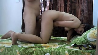 Amateur Indian chick gets missionary fucked by her boyfriend